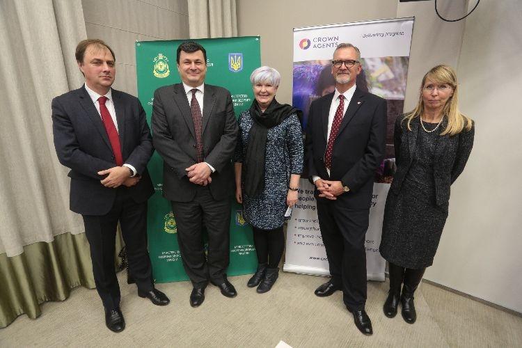 Минздрав и Crown Agents подписали договор на закупку лекарств