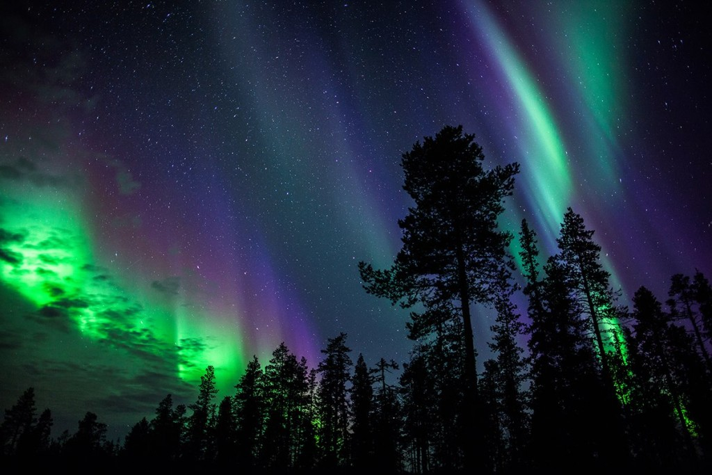 Северное сияние возникает под воздействием магнитных бурь