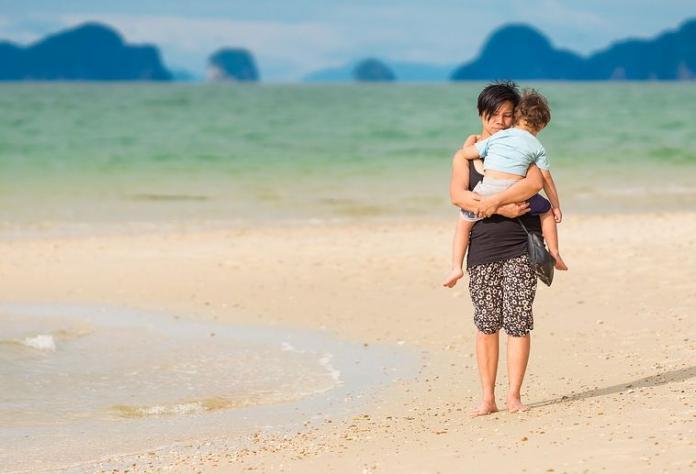 Если мать против поездки дочери с отцом за границу