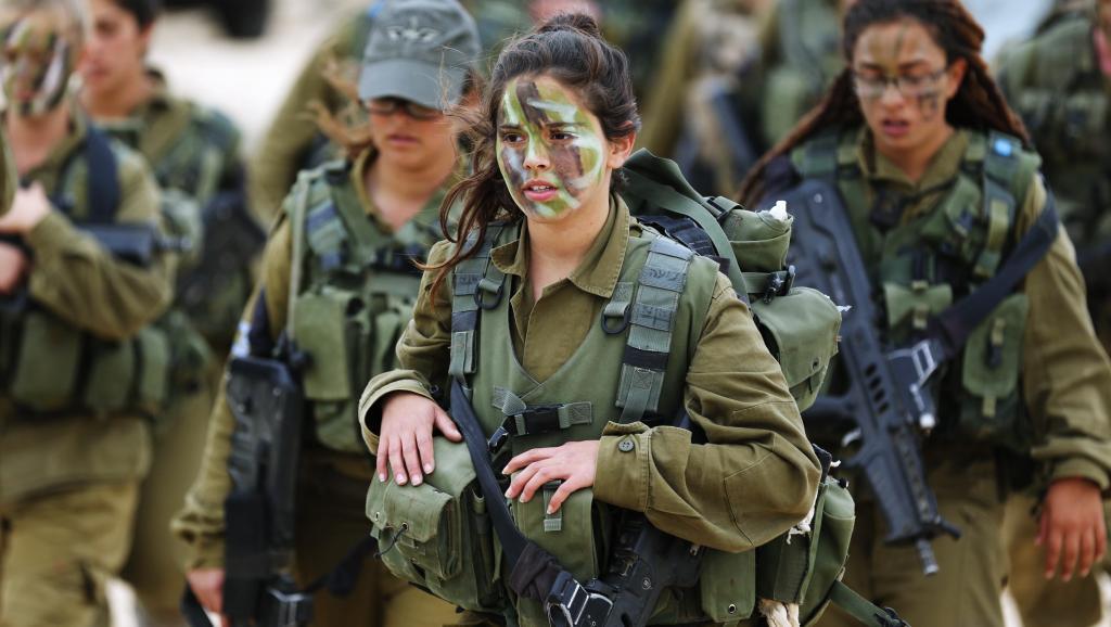 Солдаты батальона «Каракал» на тренировочном марш-броске. Батальон на две трети состоит из женщин. Фото REUTERS/Darren Whiteside