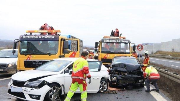 Масштабна ДТП у Німеччині: зіткнулися 17 автомобілів