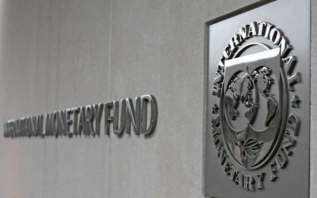 МВФ: Поднятие зарплат украинцам плохо отразится наэкономике страны