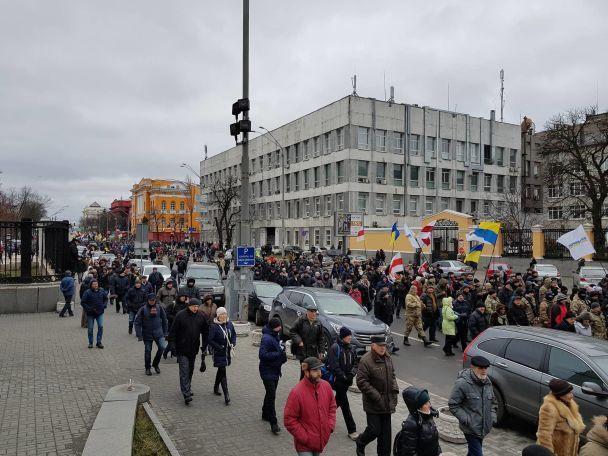 Сторонники Саакашвили проводят марш вцентре столицы Украины заимпичмент Порошенко