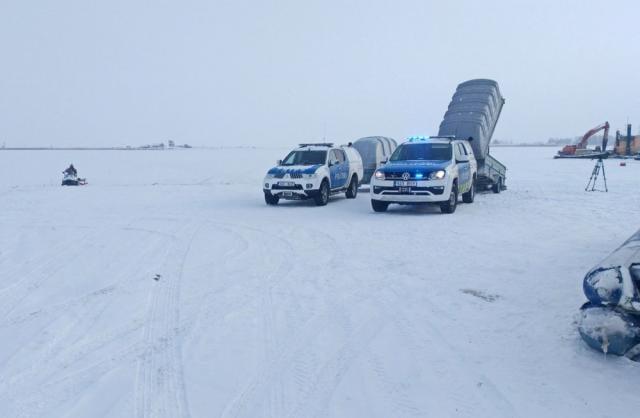 ВЭстонии автобус слюдьми провалился под лед