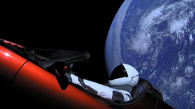 Картинки по запросу фото машина Маска в космосе