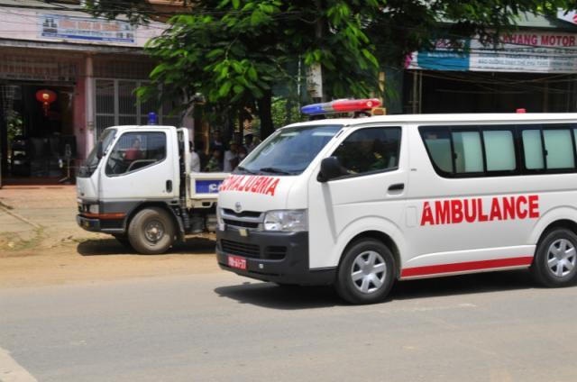 Вседорожный автомобиль влетел в строение школы, погибли дети