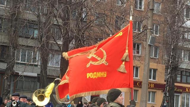 ВКривом Роге командира воинской части наказали зафлаги СССР напараде
