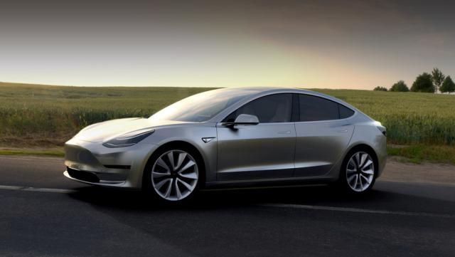 Электрокар Tesla Model 3 впервый раз появился вгосударстве Украина