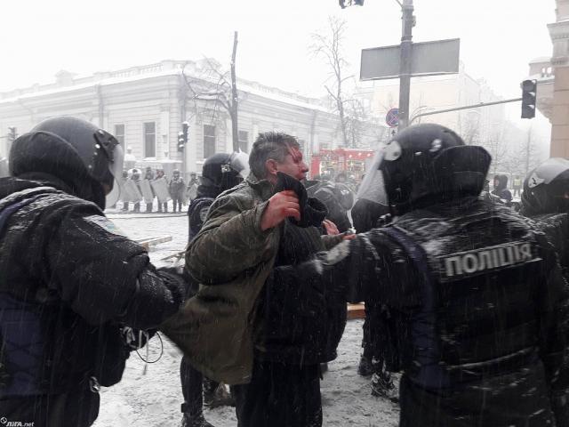 ВКиеве восстановили движение поул.Грушевского, освобожденной отпалаток