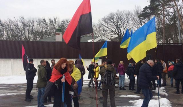 УКиєві активісти влаштували автопробіг добудинку Авакова