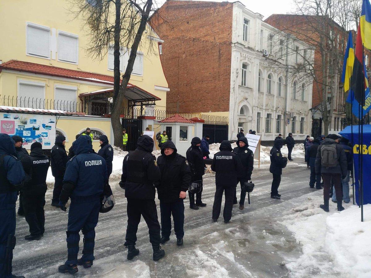 Полиция перекрыла доступ кпосольствуРФ вОдессе