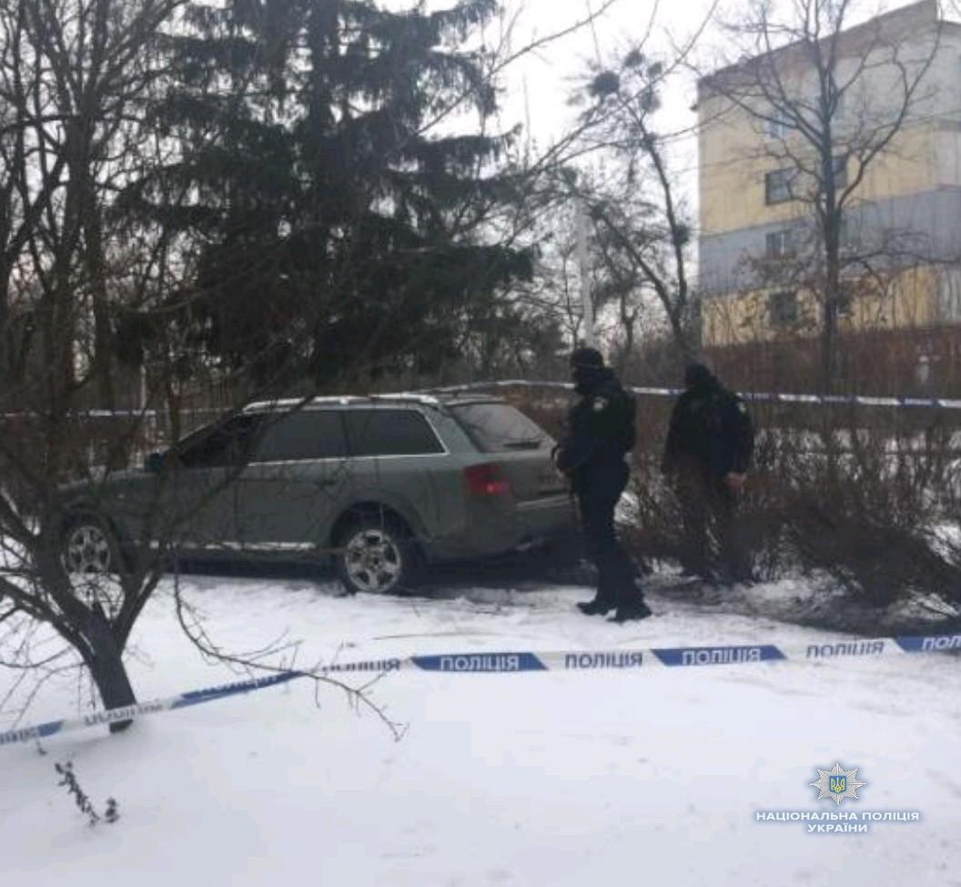 НаКиевщине уголовники ограбили магазин ивзяли взаложники детей