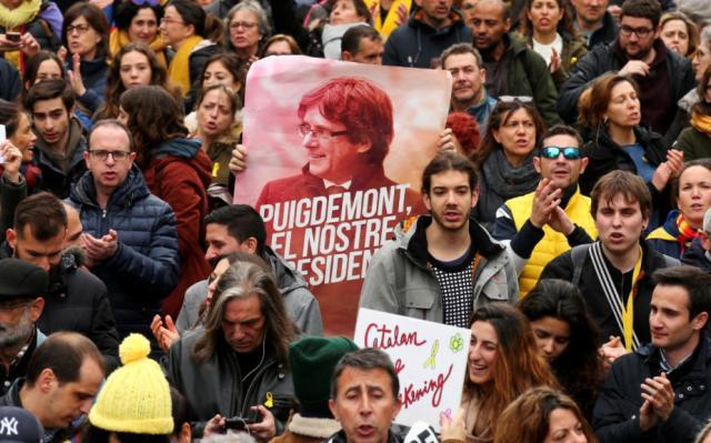 ВКаталонии более 50-ти  человек пострадали при столкновениях между полицией ипротестующими