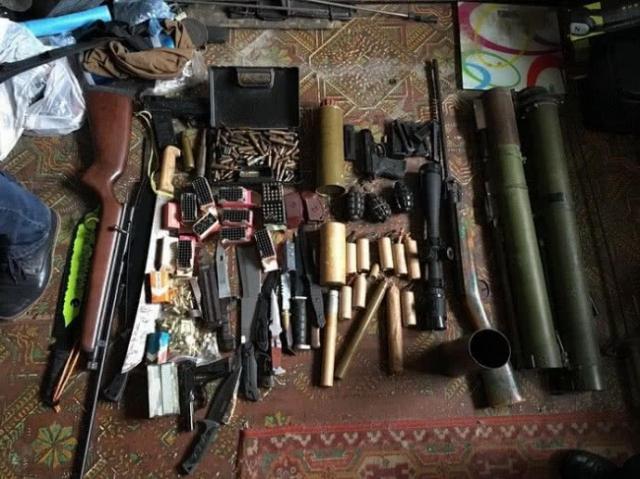 СБУ блокувала незаконний збут зброї табоєприпасів із зони АТО вОдесі