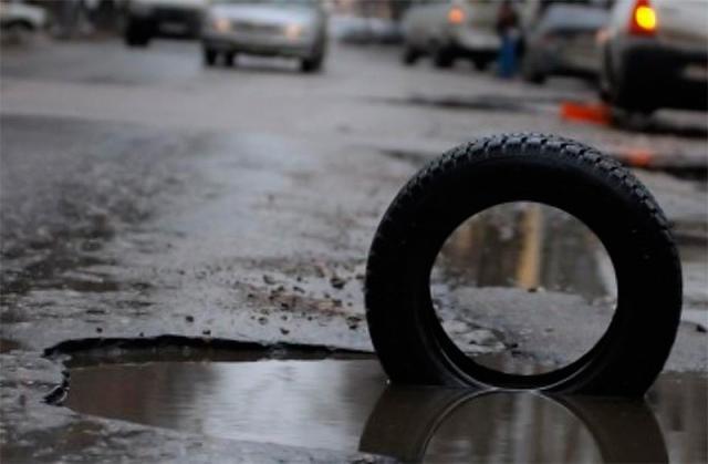 Траса Суми-Київ розкололася: рів глибиною 1,5 метри