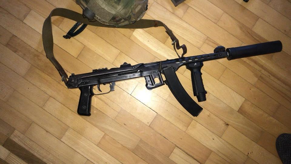 Пістолети, гвинтівки і понад тисячу патронів: ВОдесі вилучили великий арсенал зброї