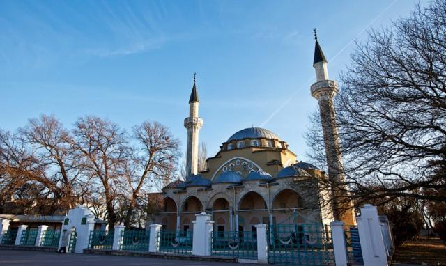 Вокупованому Криму силовики увірвалися домечеті через «екстремізм»