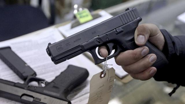Наглазах удетей: под Винницей полицейский выстрелил вколлегу