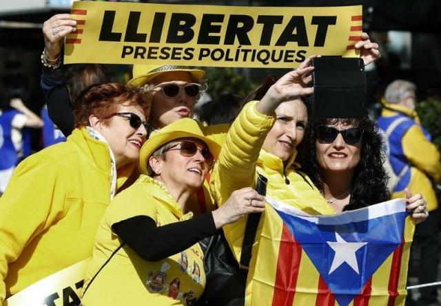 ВБарселоне проходит демонстрация вподдержку заключенных политиков