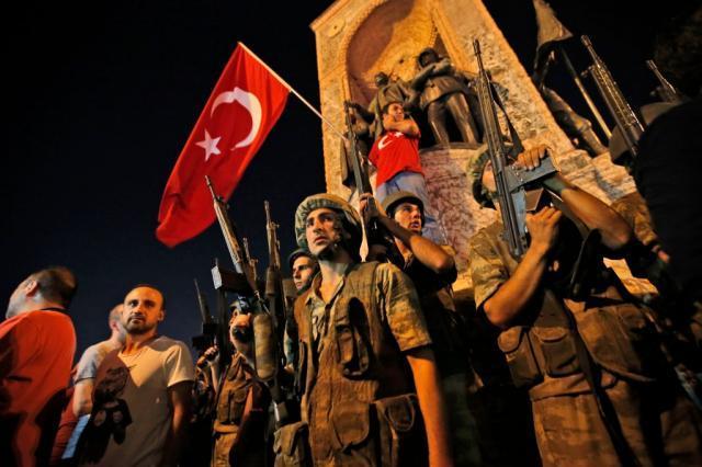 Власти Турции продлили режимЧС еще на3 месяца