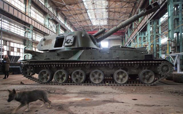 Много военной техники: вычислена крупная база российских оккупантов вЛуганске