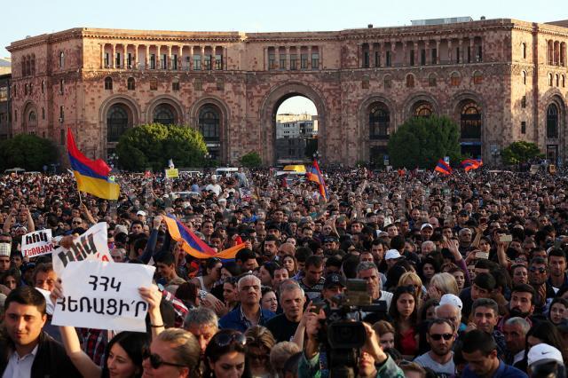 ВКремле намереваются, что ситуация вАрмении разрешится конституционным путем