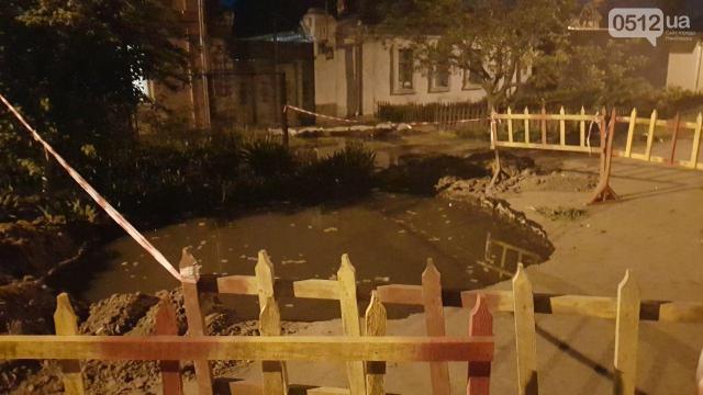 ВНиколаеве канализация затопила улицу инесколько домов