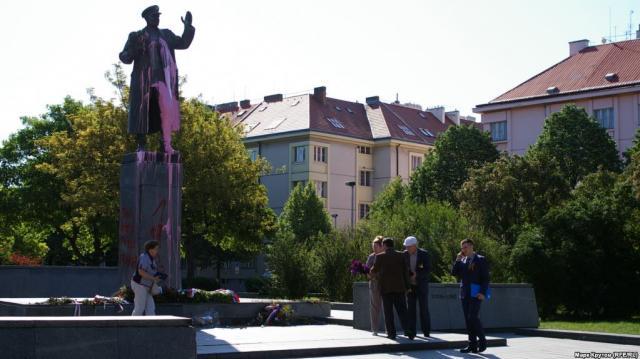 МИДРФ осудил осквернение монумента маршалу Коневу вПраге