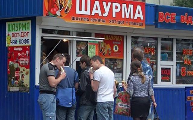 ВОдессе 17 любителей шаурмы оказались вбольнице