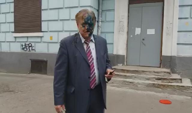Керівника Россотрудничества вКиєві облили лайном і зеленкою. ФОТО, ВІДЕО