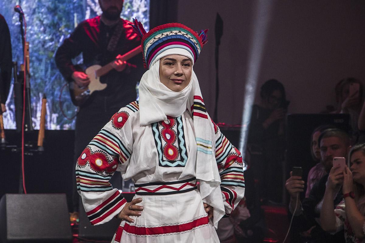 «Споконвіку в українських родинах майстерність вишивання сорочок  передавалася від матері до доньки d711be0ea42c2