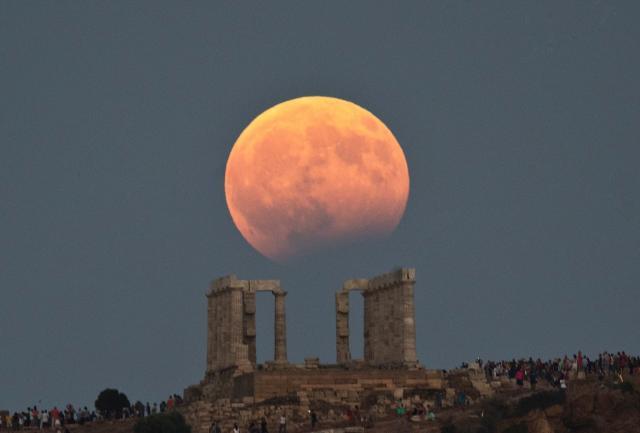 Украинцы увидят самое длительное лунное затмение XXI века
