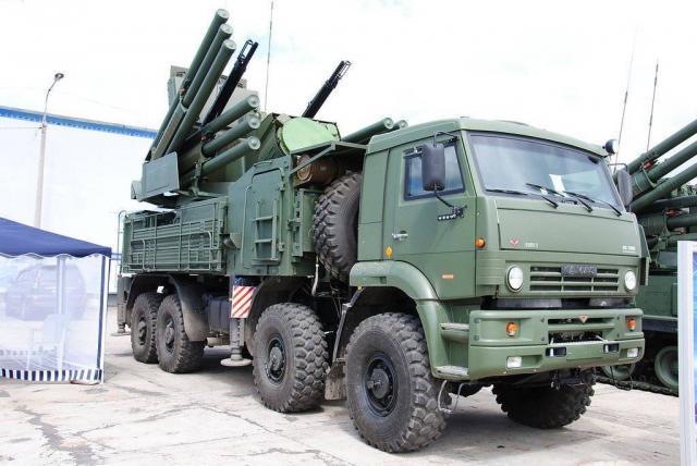 РФрозпочала масштабні військові навчання накордоні зУкраїною тавКриму