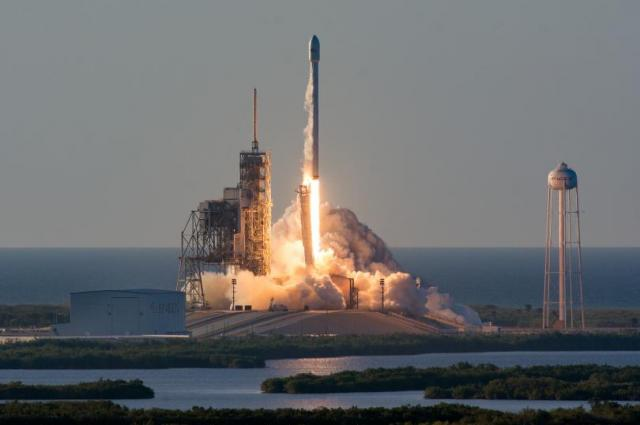 SpaceX удачно запустила ракету Falcon 9 соспутником Telstar 19V