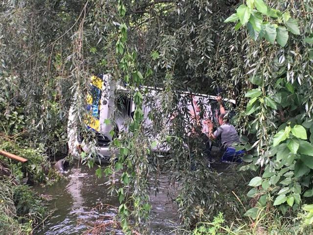 ВКиеве наБорщаговке машина милиции упала вреку вовремя преследования