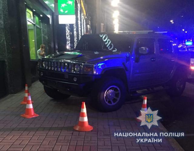 Чуть нелинчевали: вКиеве шофёр  Hummer насмерть сбил 10-летнюю россиянку