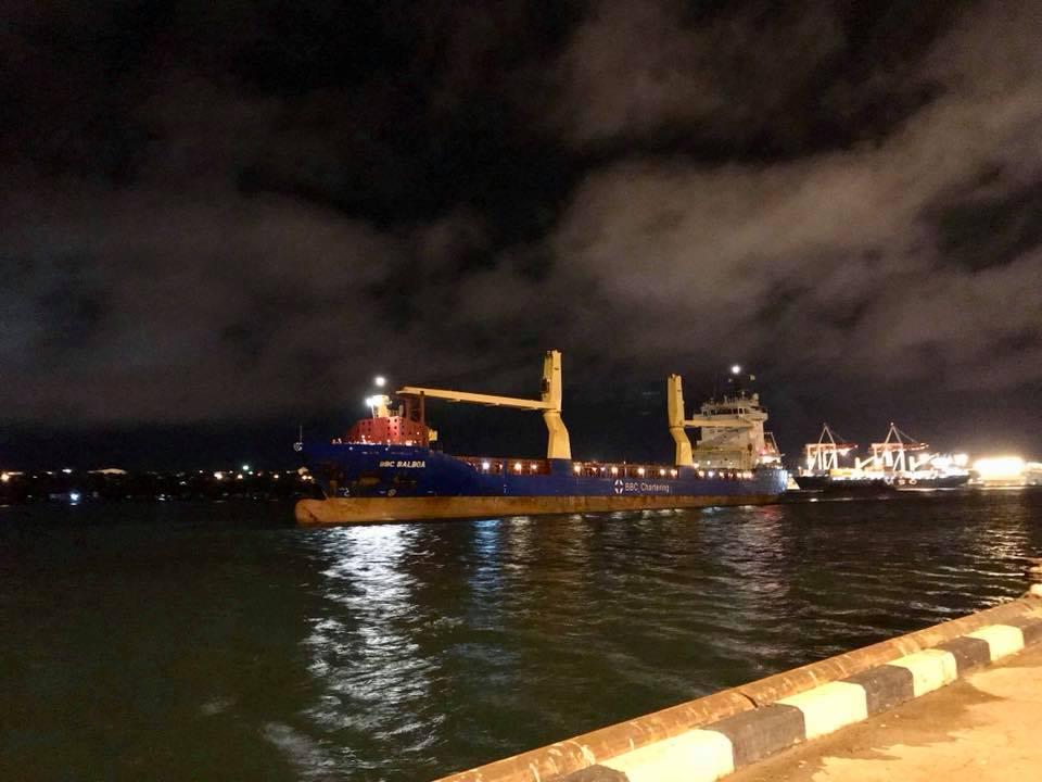 Корабель, який доставив локомотив із США. Facebook