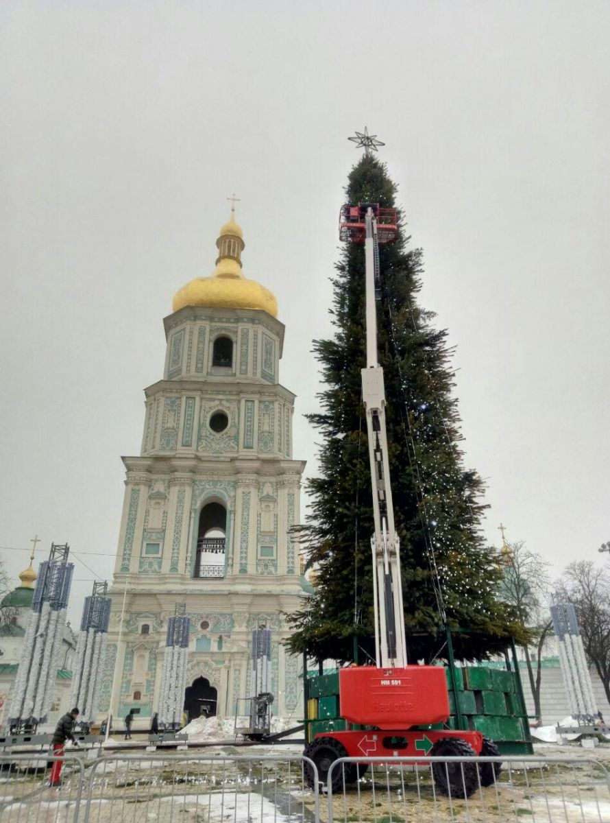 Новогодняя елка на Софийской площади. Фото: 112 Украина