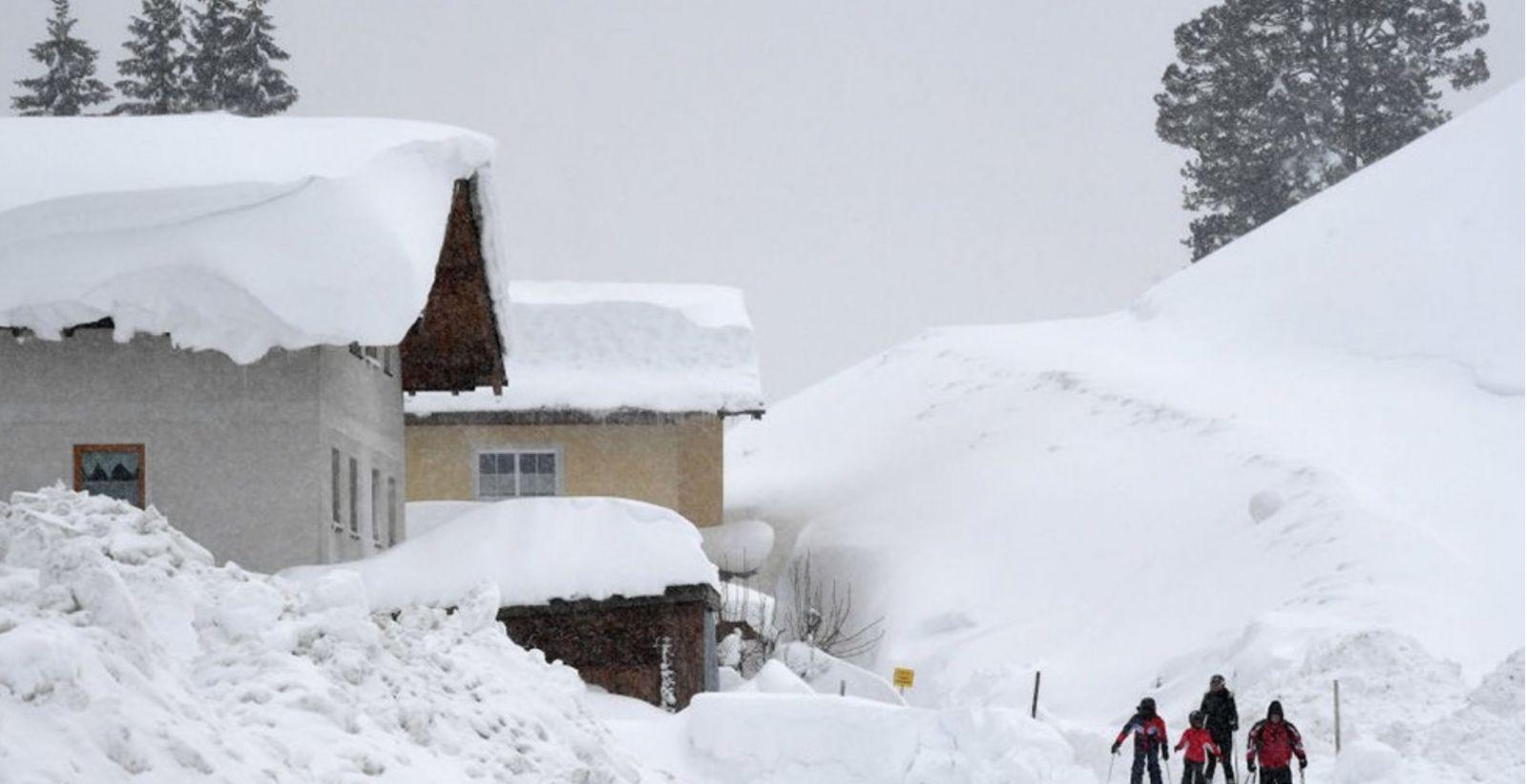 Наслідки сильного снігопаду в Австрії, 7 січня, фото: AFP