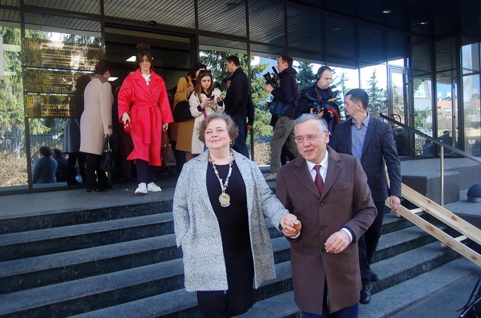 Анатолий Гриценко проголосовал на выборах президента Украины. Фото: Честно