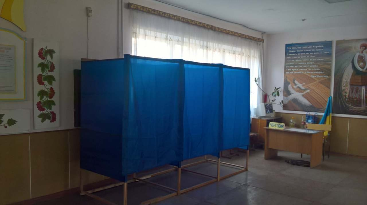 Выборы президента: участок на территории сельской школы в Ровенской области / Фото: Ракурс