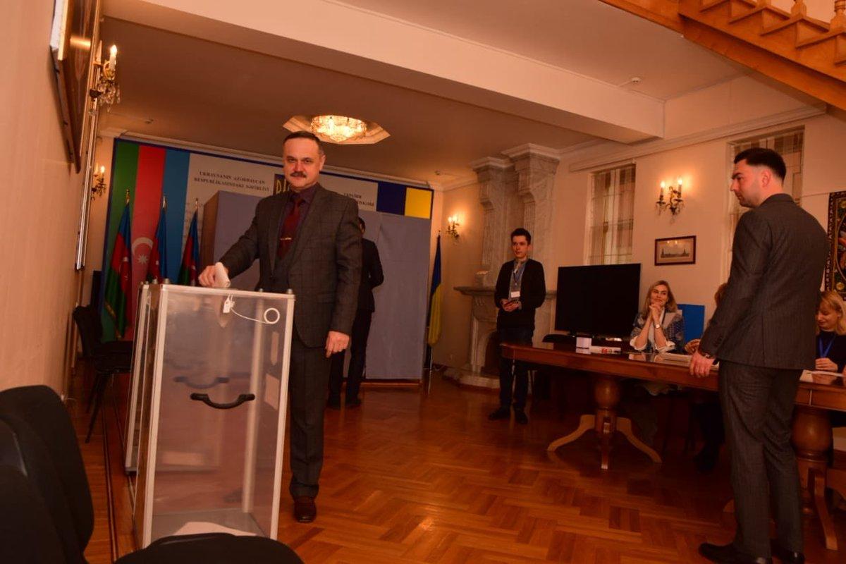 Голосование на выборах президента Украины 31 марта началось на избирательных участках в Азербайджане