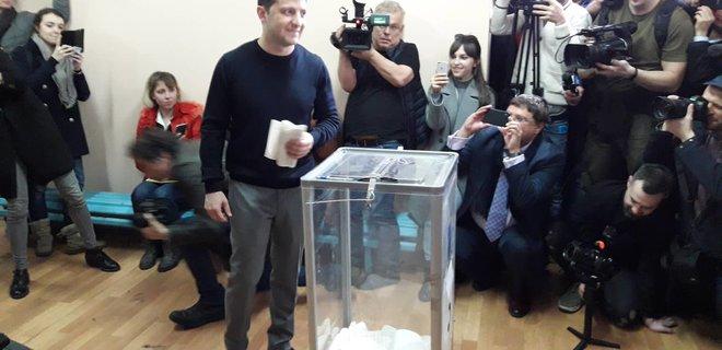 Зеленский проголосовал на выборах президента / Фото: liga.net