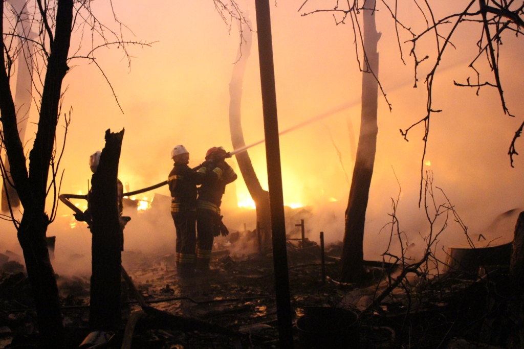 Пожежа в приватному секторі Києві. Фото: ДСНС, «Українська правда»