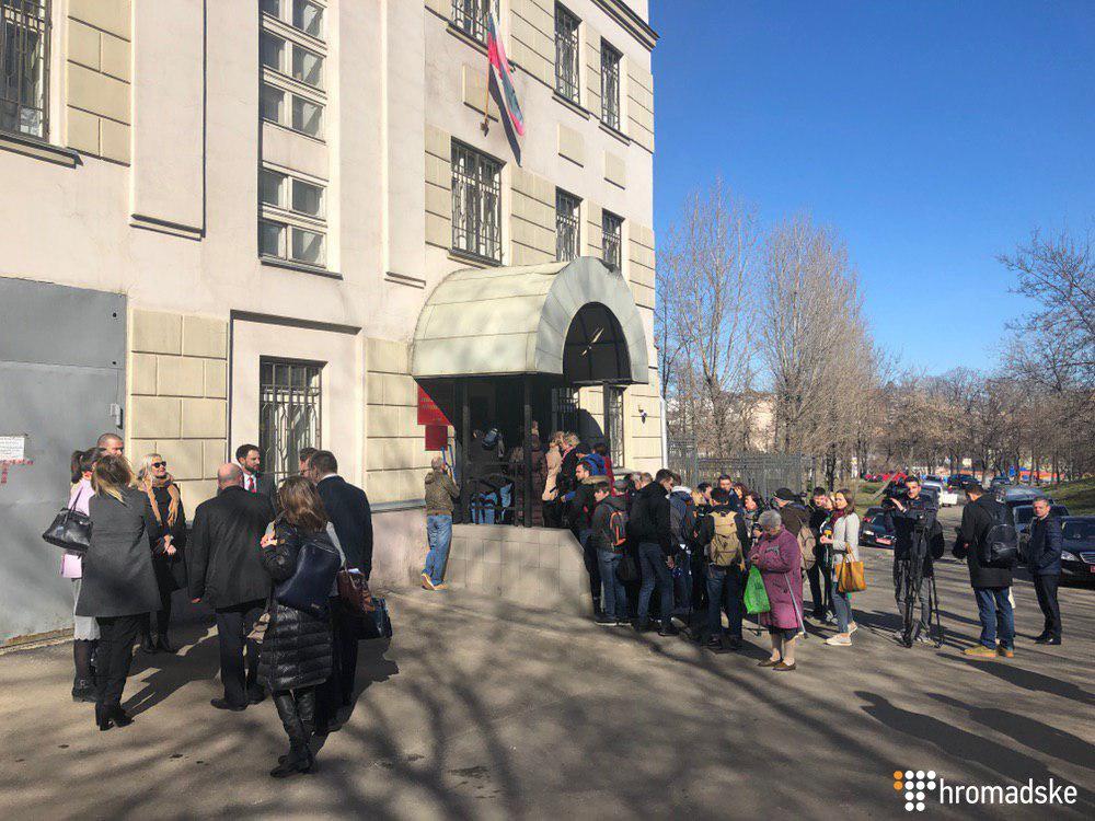 Суд в Москве продлил арест всех пленных украинских моряков. Фото: Громадське
