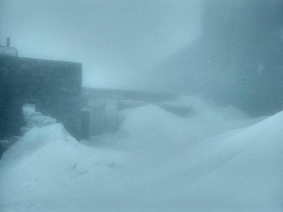 Гору Піп Іван засипає снігом. Фото: Чорногірський гірський пошуково-рятувальний пост у Facebook