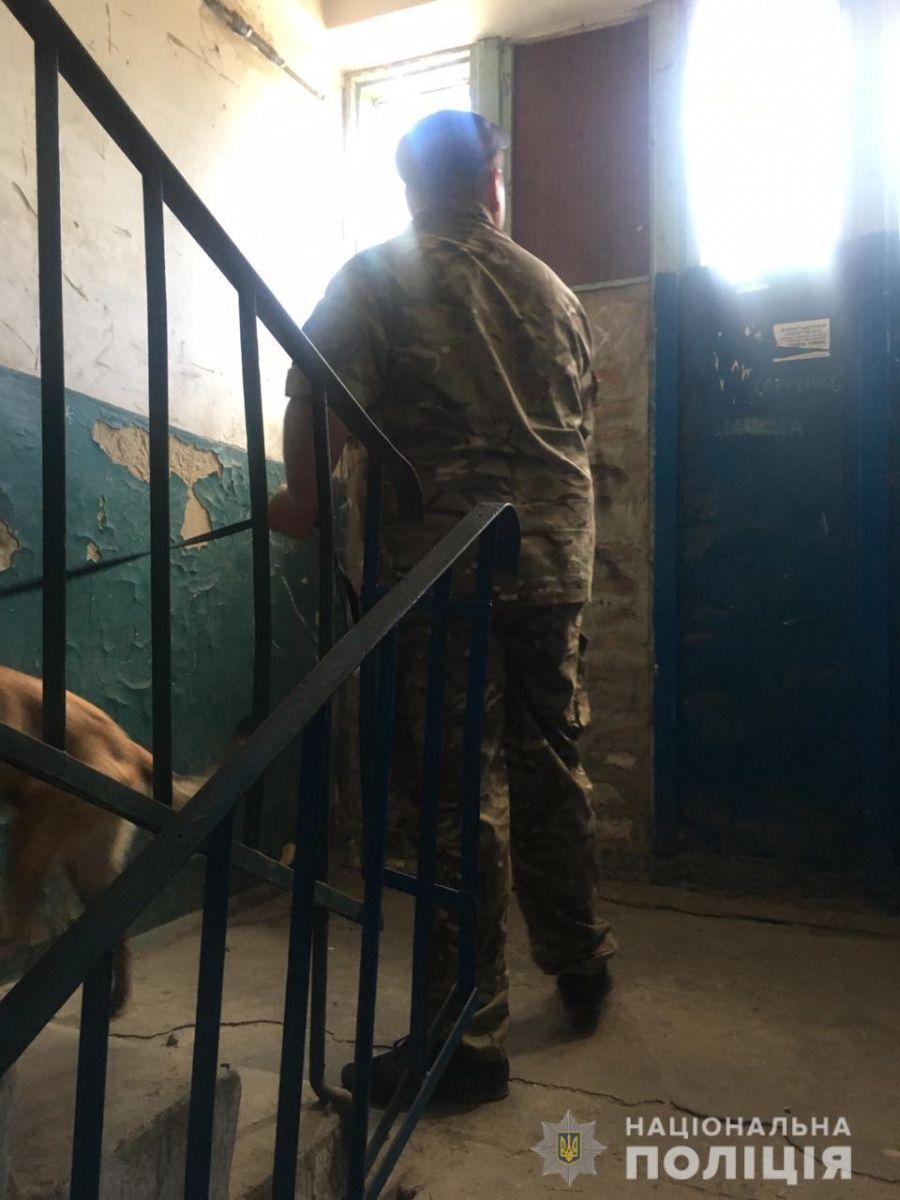В Харькове «заминировали» жилой дом, фото: Национальная полиция