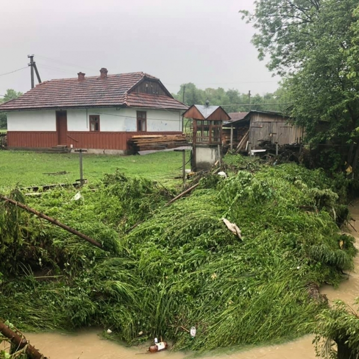 Негода в західних областях. Фото: galka.if.ua, zik.ua, kurs.if.ua