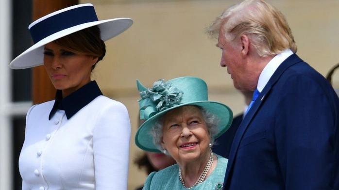 Елизавета II подарила Трампу книгу Черчиля