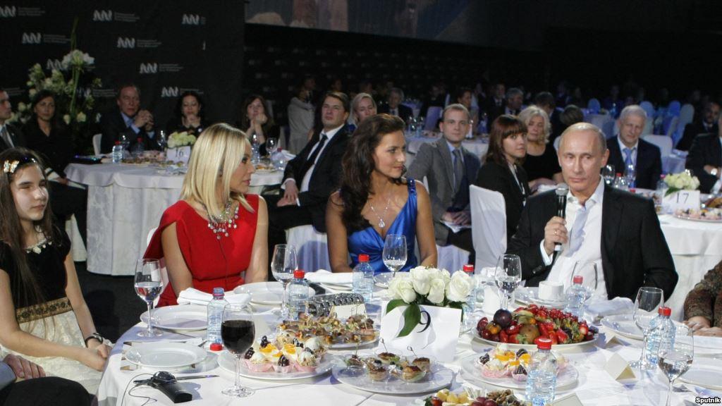 Орнелла Муті на вечері з Володимиром Путіним, за яку отримала тюремний термін. Фото: mi3ch.livejournal.com